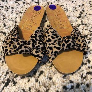 NWT Blowfish Malibu Leopard spring Flat Sandals